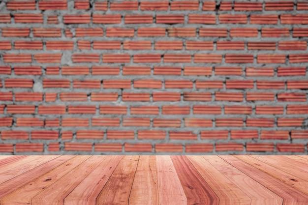 Murs en briques brunes et planchers en bois pour le produit