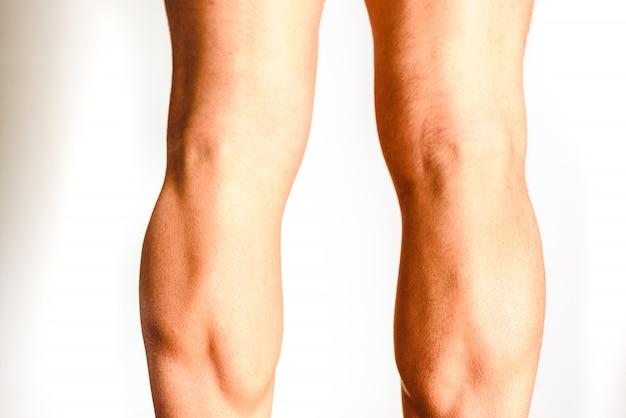 Muscles de la jambe postérieure, muscle soléaire et gastrocnémien, photo d'un athlète.
