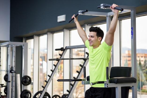 Musculaire fitness mode de vie gymnase levage