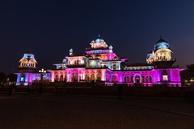 Musée albert hall en inde, jaipur, vue de nuit.
