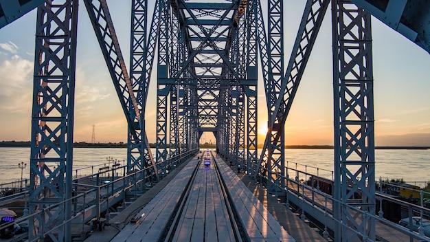 Musée du pont du projet du pont ferroviaire historique sur le fleuve amour