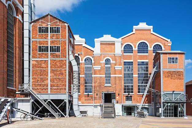 Le musée de l'électricité est un centre qui présente l'évolution de l'énergie avec un musée des sciences et de l'archéologie industrielle, lisbonne