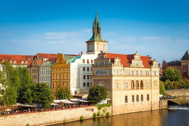 Le musée smetana et le paysage urbain de prague
