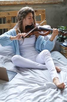Musicien au lit