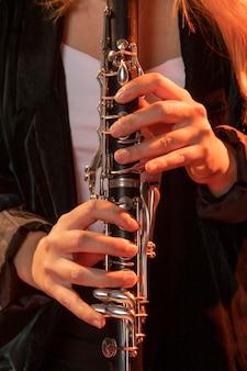 Musicien célébrant l'événement de la journée du jazz