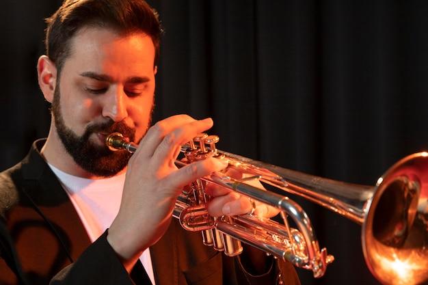 Musicien célébrant la journée du jazz