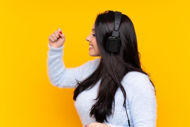 Musique écoute jeune femme