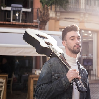 Musique de guitare en extérieur