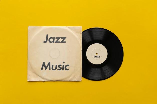 Une musique de jazz sur l'ancien disque vinyle rétro disque lp, album audio vintage