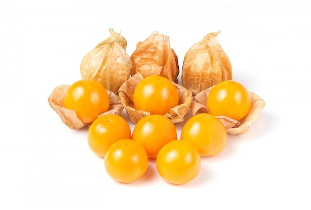 Myrtille fraîche (gooseberry du cap), fruits sains de baies, uchuva isolé sur fond blanc