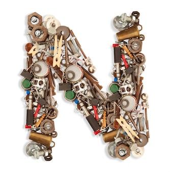 N lettre mécanique isolée