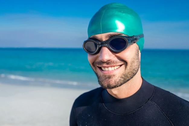 Nageur se prépare à la plage
