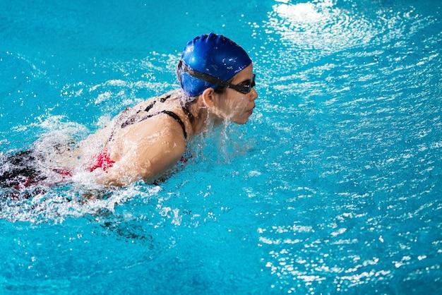 Les nageurs nagent