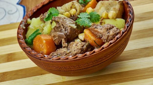 Nahudshurak - agneau aux pois chiches, légumes en tadjik, cuisine d'asie centrale