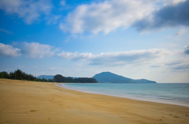 Nai yang, une plage d'harmonie à phuket