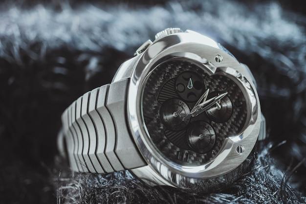 Nakhon ratchasima, thaïlande - 31 juillet 2018: montre chronographe franc vila
