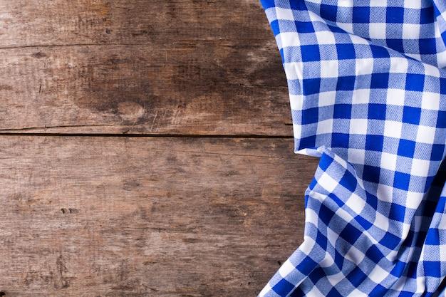 Nappe bleue sur fond en bois