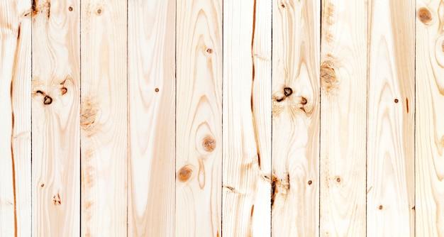 Nappe à carreaux vert sur table en bois, vue du dessus