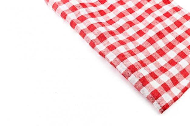 Nappe pliée rouge isolé sur blanc
