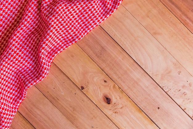 Nappe vintage sur une vieille table en bois, concept de vacances