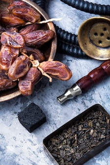 Nargile oriental avec dates