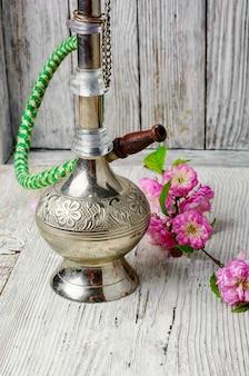 Narguilé arabe élégant