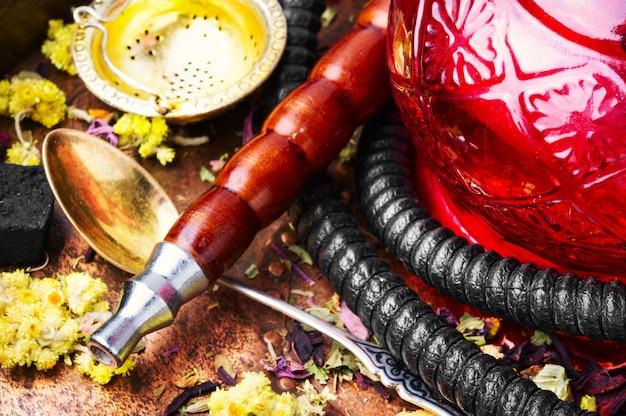 Narguilé au tabac asiatique avec arôme de thé floral