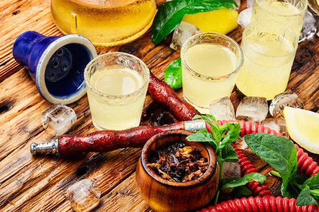 Narguilé et limoncello alcool