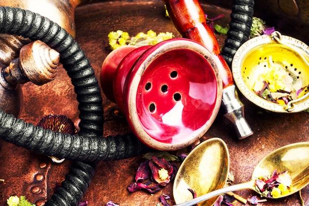 Narguilé de tabac oriental à l'arôme de thé floral