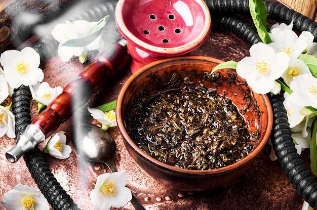 Narguilé de tabac oriental aux arômes de jasmin