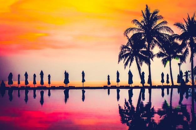 Nature lune voyage plage paradisiaque