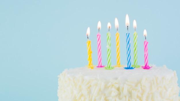 Nature morte de délicieux gâteau d'anniversaire
