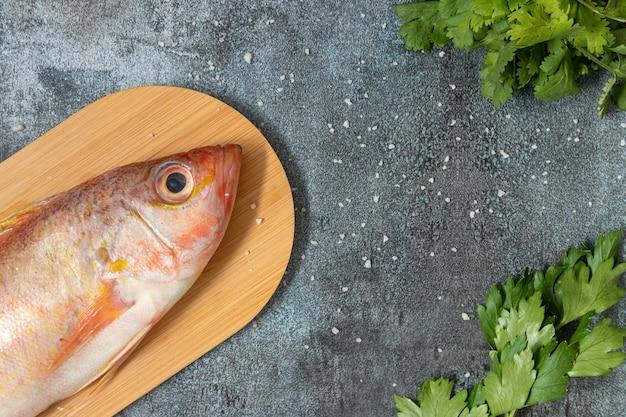 Nature Morte Avec Du Poisson Frais Et Des Ingrédients Péruviens Pour La Cuisine Photo Premium