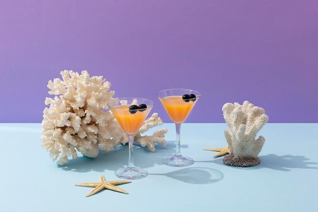 Nature morte d'été avec de délicieuses boissons