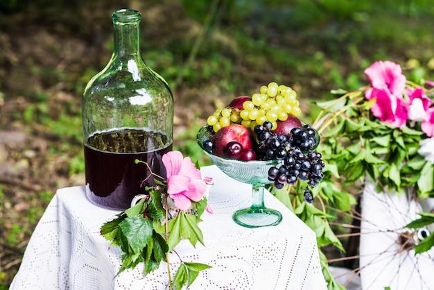 Nature morte de fruits, vin