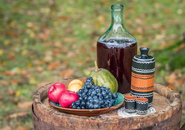 Nature morte sur fût de chêne et de vin rouge en automne