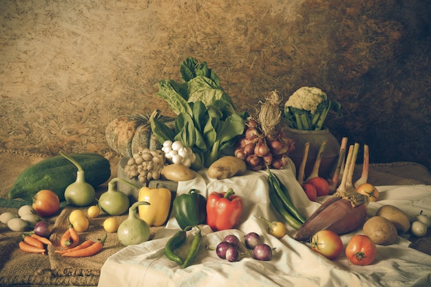 Nature morte légumes, herbes et fruits