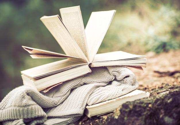 Nature morte avec un livre sur la nature