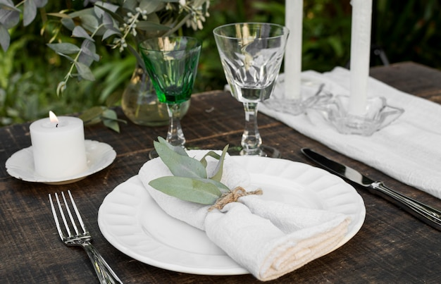 Nature morte de mariage avec arrangement de table