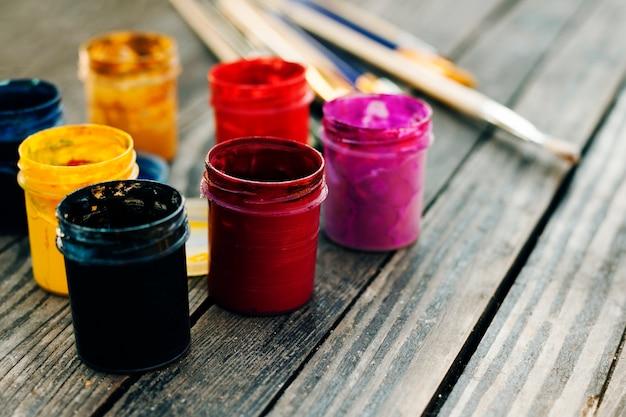 Nature morte avec des matériaux de peinture