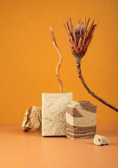 Nature morte moderne savoureux dessert sucré oriental halva à partir de graines de tournesol cacao et tahini sur double