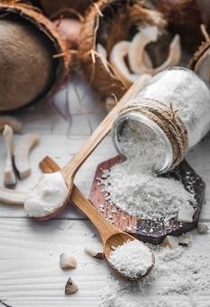 Nature morte avec noix de coco et flocons