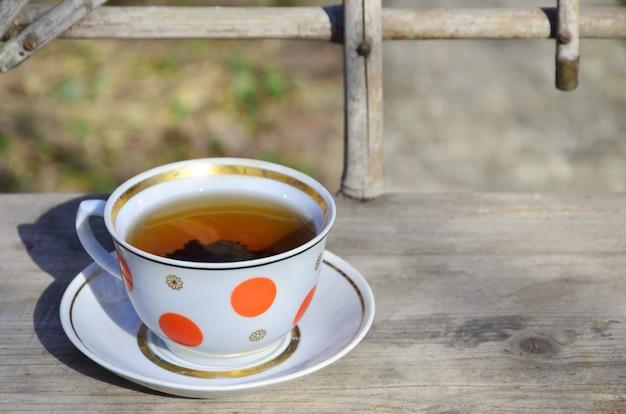 Nature morte rustique avec une tasse de thé
