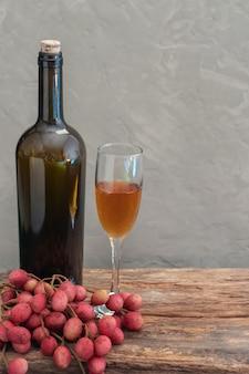 Nature morte de vin au litchi
