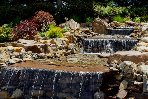 Nature paysage de cascade cascade dans le lieu de voyage populaire avec des cascades
