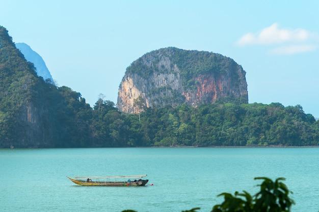 Nature de phuket en thaïlande. asie île james bond dans la baie de phang nga.
