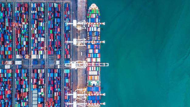 Navire cargo aérien de vue de dessus de vue, logistique d'exportation d'importation d'affaires et transport.