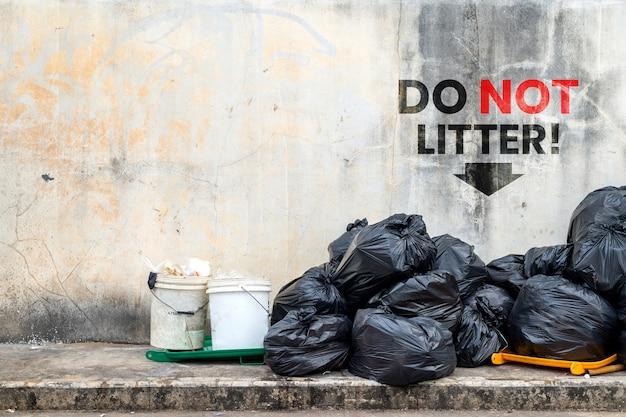 Ne pas jeter. sac poubelle noir
