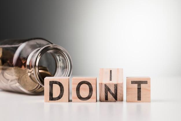 Ne pas mot avec pot avec pièces