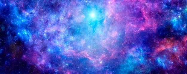 Nébuleuse violette avec des amas brillants d'étoiles et de poussière d'étoiles sur fond cosmique